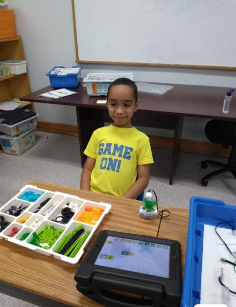 Building Robots in Specialty Summer Camp STEM